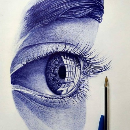 Hyper-realistic drawing of an eye 👁️