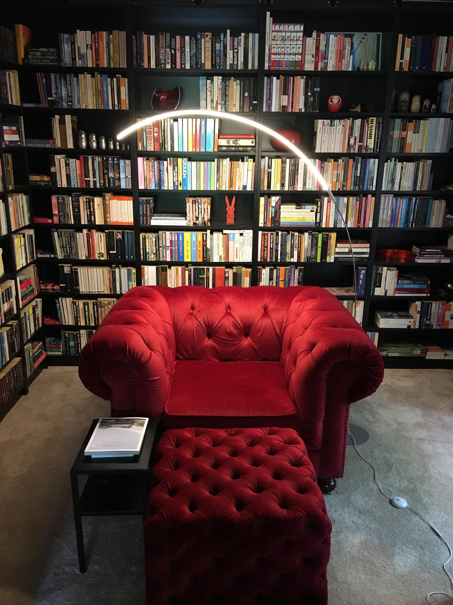 If I had this comfy library at home, I'd say goodbye to my e-reader 📚📚📚