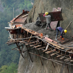 Daredevil works for Chinese builders working on a road in the mountains of Pingjiang County, Hunan province 😵😱