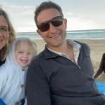 Good boi bombing a family photo 🐶