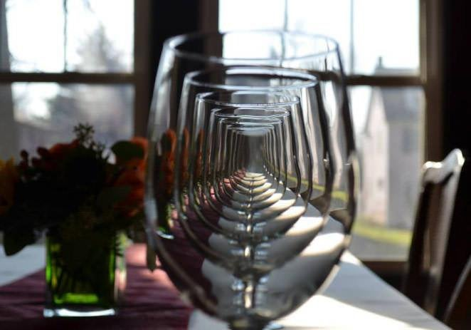 The way these wine glasses aligned