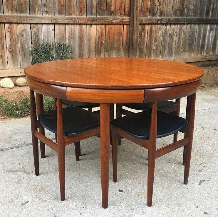 A table that fits its chairs